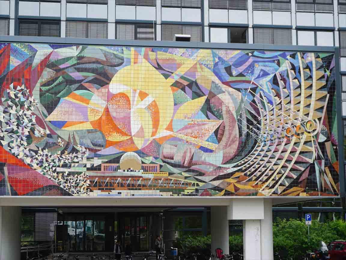"""Fliesen-Wandbild """"Friedliche Energienutzung"""" von Jose Renau in Halle/Saale"""