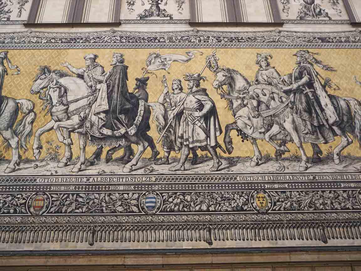Das längste Fliesenbild der Welt : Der Fürstenzug in Dresden