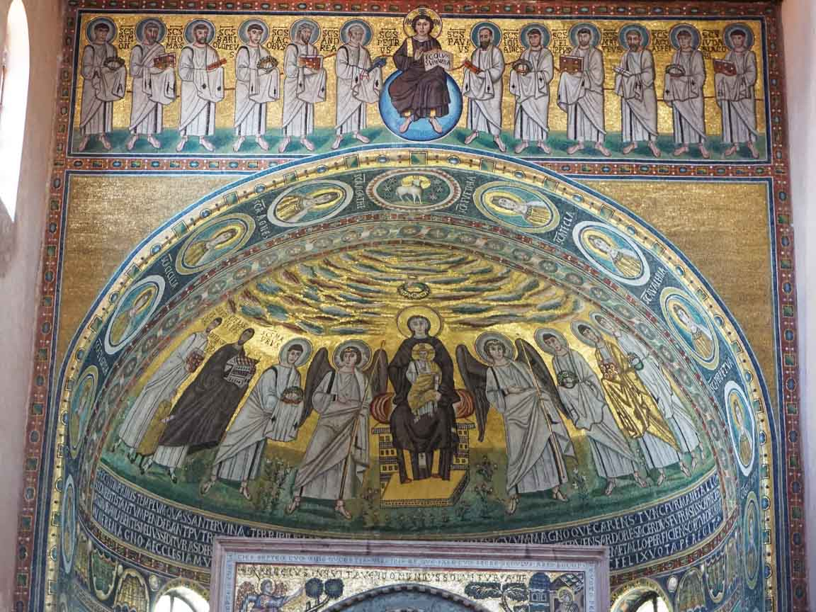 Christliche Mosaike im Altarraum der Euphrasius-Basilika in Porec in Kroatien