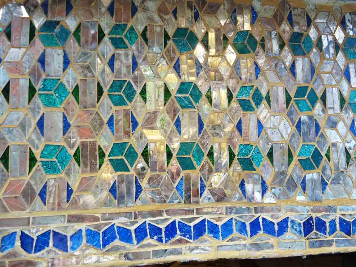 Mosaik-Arbeit mit Perlmutt in Myanmar