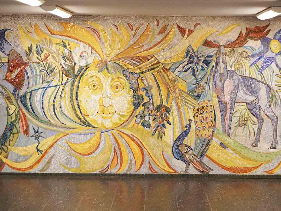 Mosaik von Dagmar Glaser-Lauermann in der U-Bahnstation Tiergarten in Berlin