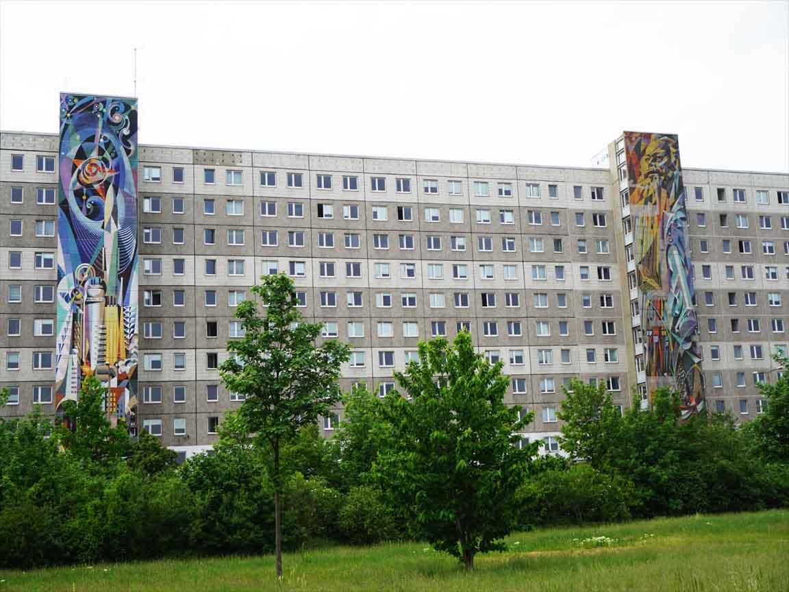 """2 Fliesen-Wandbilder """"Einheit der Arbeiterklasse und Gründung der DDR"""" in Halle-Neustadt"""