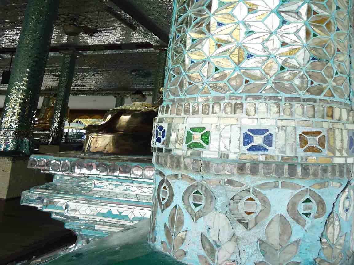 kostbare Mosaik-Arbeiten in einem Buddha-Tempel in Myanmar