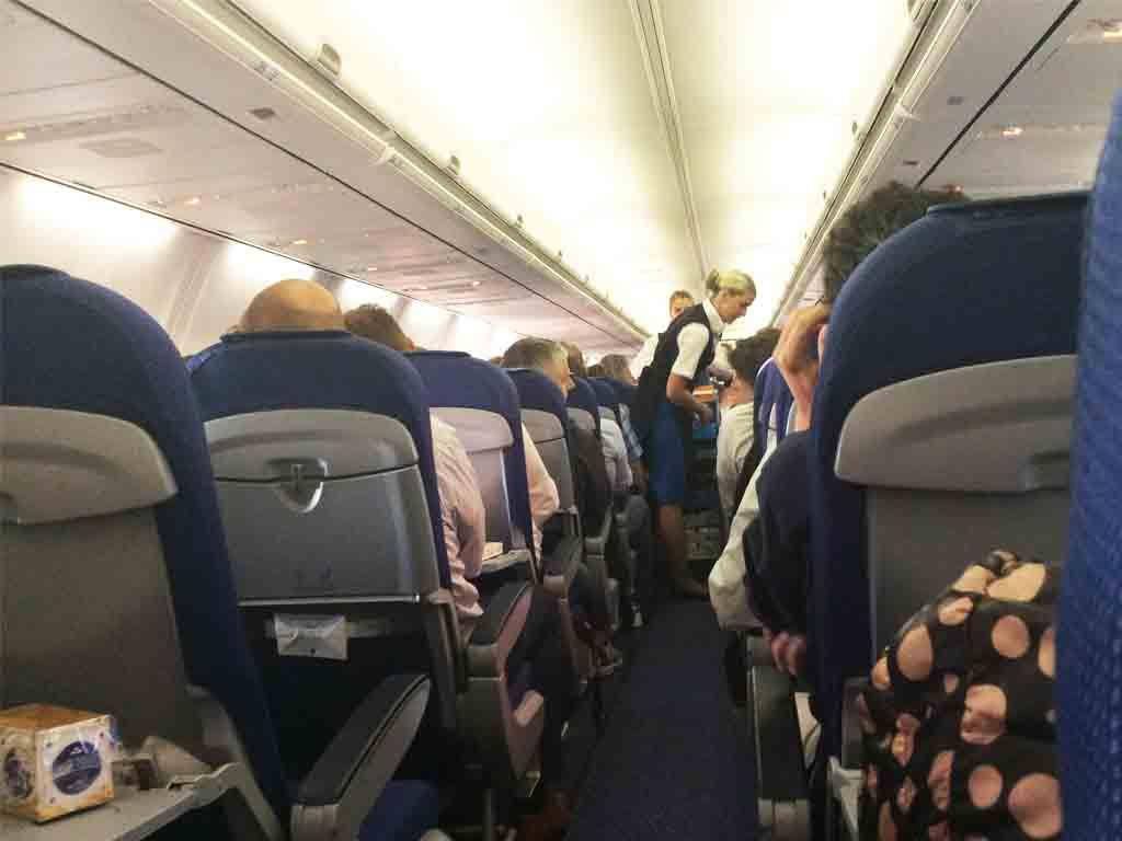 Mit Flug KL-1591 geht es von Amsterdam nach Bologna