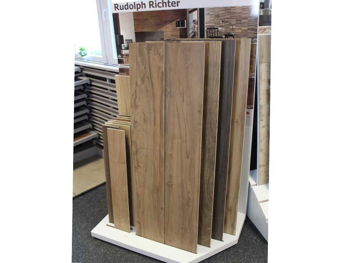 Holzfliesen in 150cm Länge in unserer Ausstellung in Iserlohn