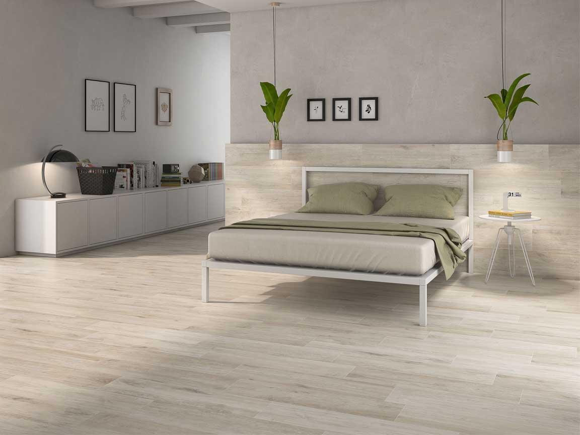 keramische Holzfliesen im Format 25x85cm sehen auch im Schlafzimmer gut aus