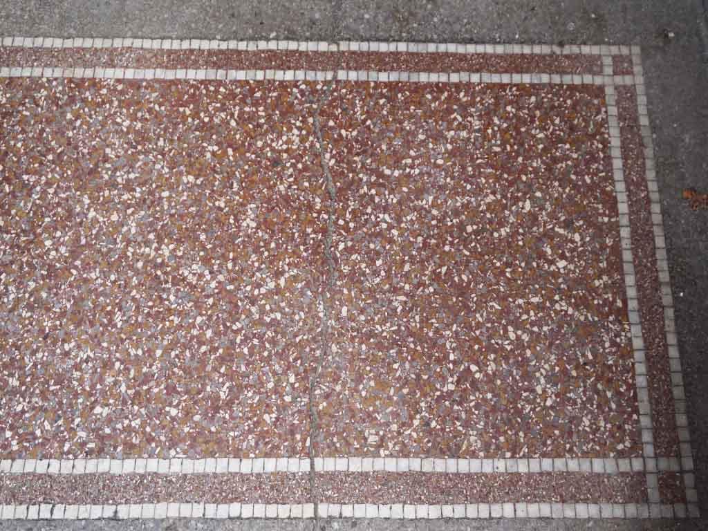 Terrazzo - Boden in einem Hauseingang in der Provinz Drente (Niederlande)