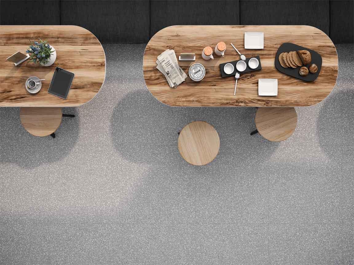 Terrazzo-Optik kann sehr gut mit Holz kombiniert werden