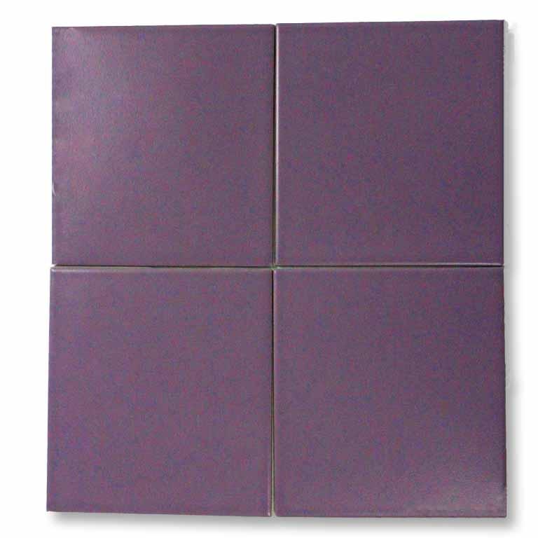 Ultraviolet Pantone 18-3838 als Steinzeug