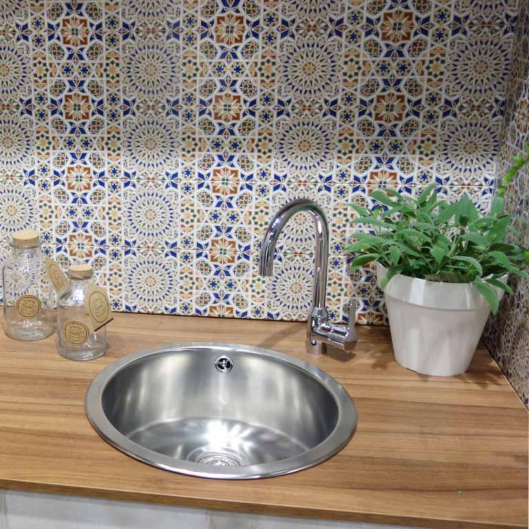 Fliesen für den Küchenspiegel im maurischen Stil