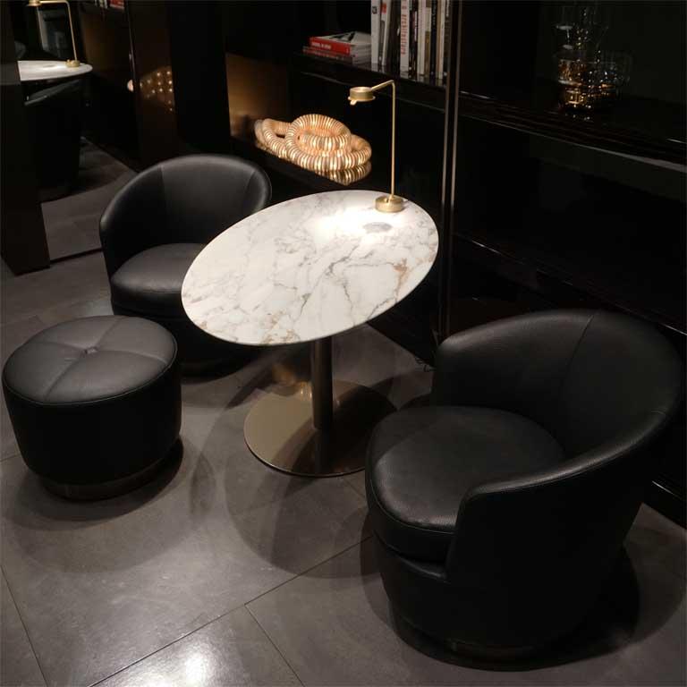 Marmor erlebt auch im Möbeldesign ein Comeback (hier ein Marmortisch auf der Möbelmesse IMM 2018 in Köln)