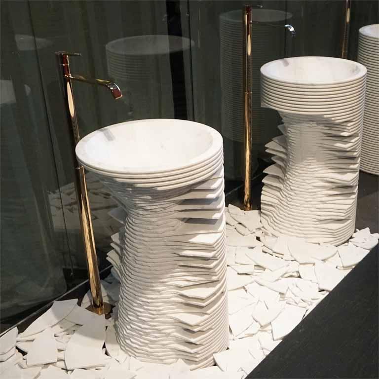 beeindruckend aber leider vergänglich : Naturwaschbecken aus Marmor (gesehen auf der ISH 2017 in Frankfurt)