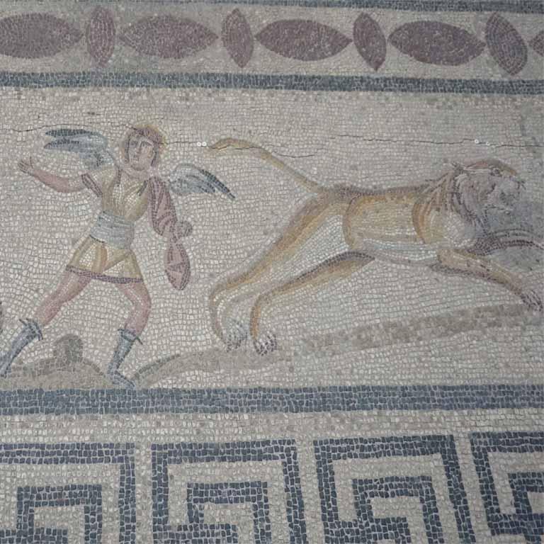 Das weltberühmte Orpheus Mosaik aus Milet besteht zum Teil aus bunten Marmorstücken (gesehen im Pergamonmuseum in Berlin)