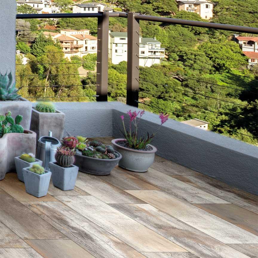 Balkonplatten in Holzoptik mit einem sehr schönen Farbspiel