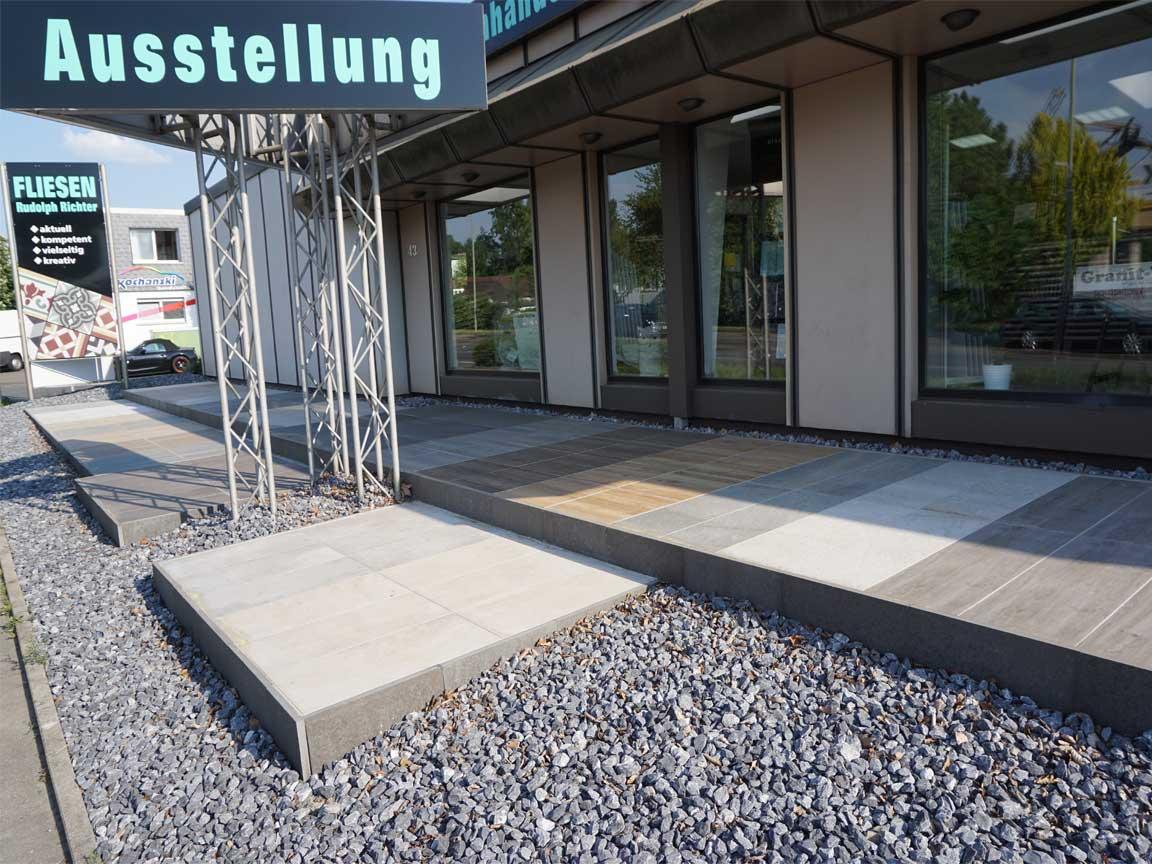 Unsere Outdoor-Ausstellung in Essen für Balkonfliesen und Terrassenplatten ist immer geöffnet