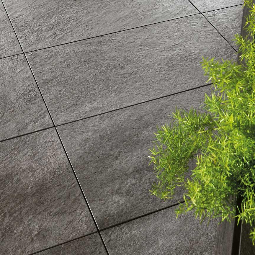 Terrassenplatten mit Rutschhemmnis helfen, Unfälle zu vermeiden