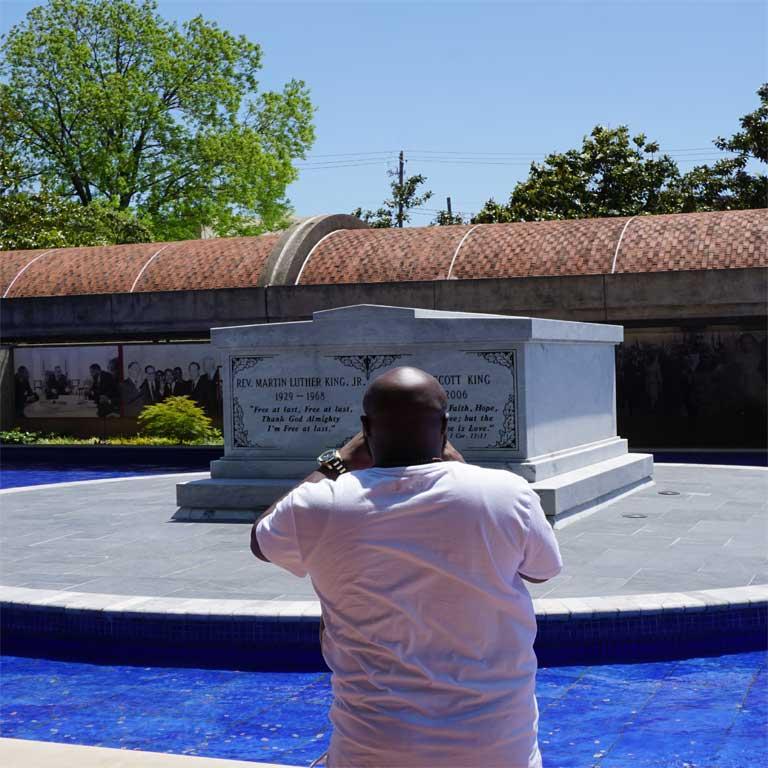 Hier liegt der schwarze Bürgerrechtler Martin Luther King JR. in Atlanta begraben