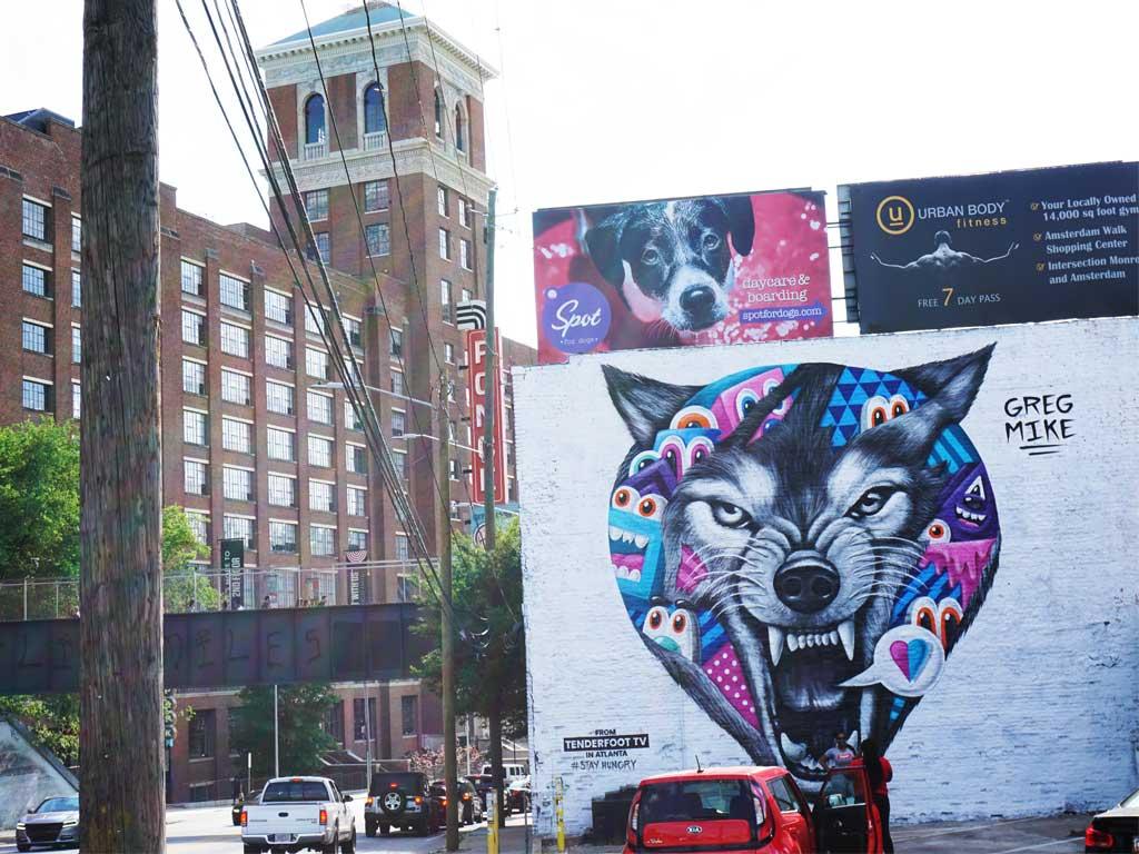 "Mural ""Reincarnation"" von Greg Mike vor dem Ponce City Market in Atlanta"