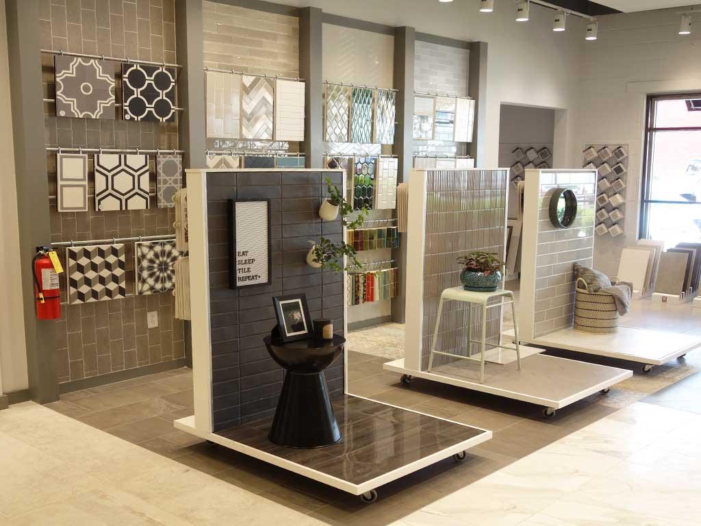 Präsentation der beliebten Brickformate auf mobilen Ausstellungsmöbeln