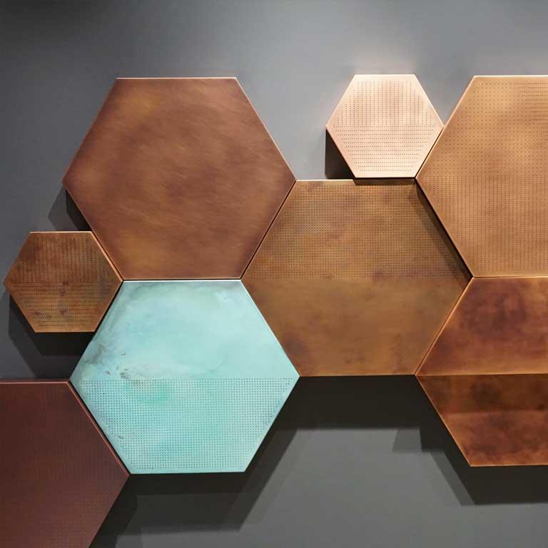 Hexagon-Fliesen aus Metall