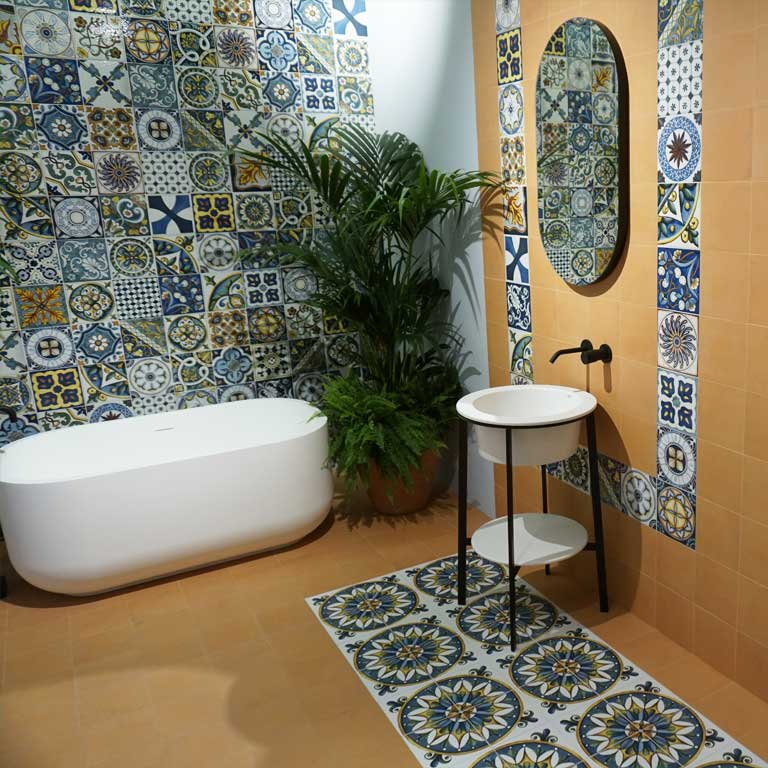 back to the roots : Maiolica-Optik-Fliesen auf der Fliesenmesse CERSAIE 2018