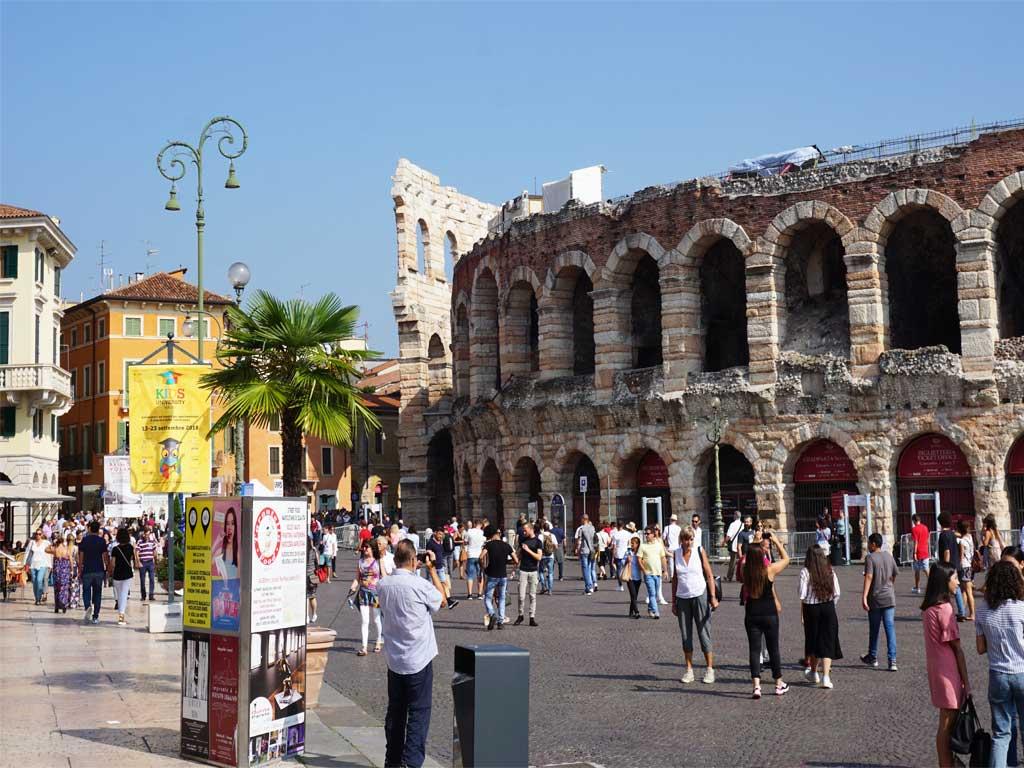 Die berühmte Arena in Verona am Piazza Bra