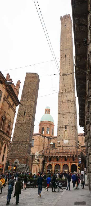 Die Due Torre sind das Wahrzeichen der Stadt Bologna