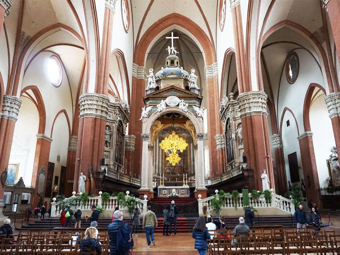 Besichtigung der San Petronio Kirche während unserer FLORIM-Werkstour