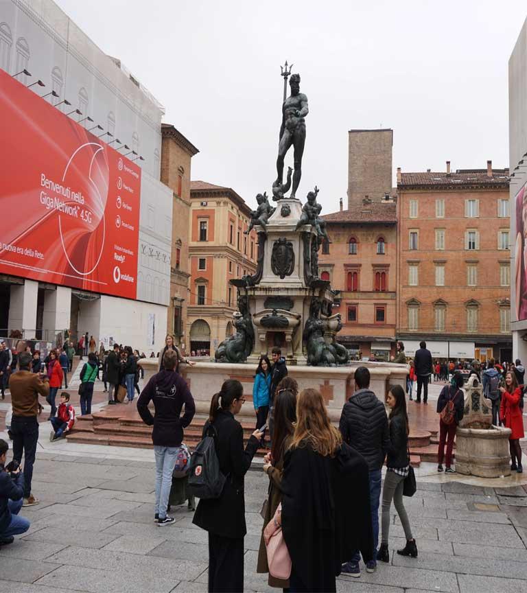 Der Neptunbrunnen auf dem Piazza Nettuno ist der Treffpunkt in der Altstadt von Bologna