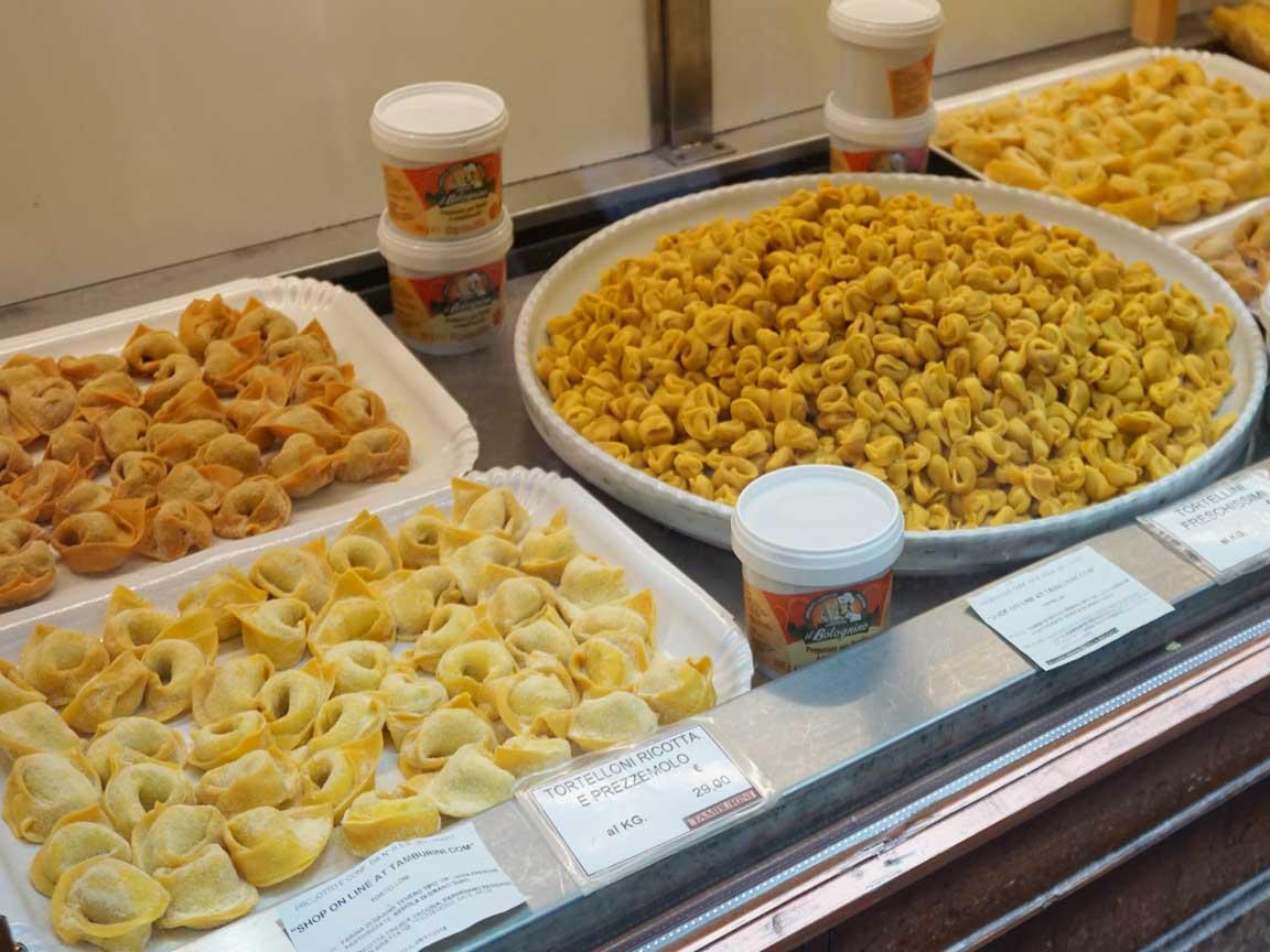 Köstlichkeiten in Bologna : frische Tortellini