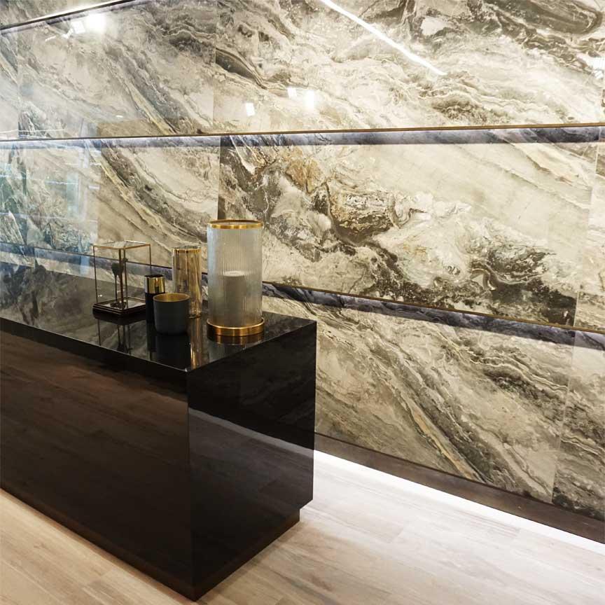 Präsentation einer perfekten Naturstein-Imitation in der FLORIM-Gallery