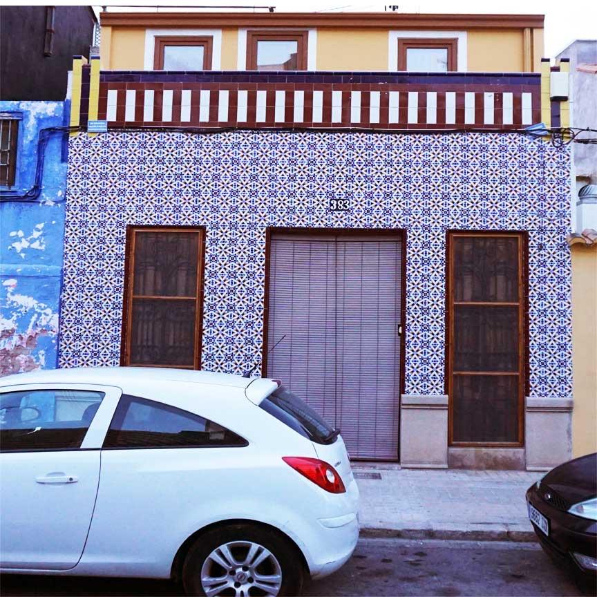 Unterwegs in El Cabanyal. Hausfassade mit maurischen Dekoren