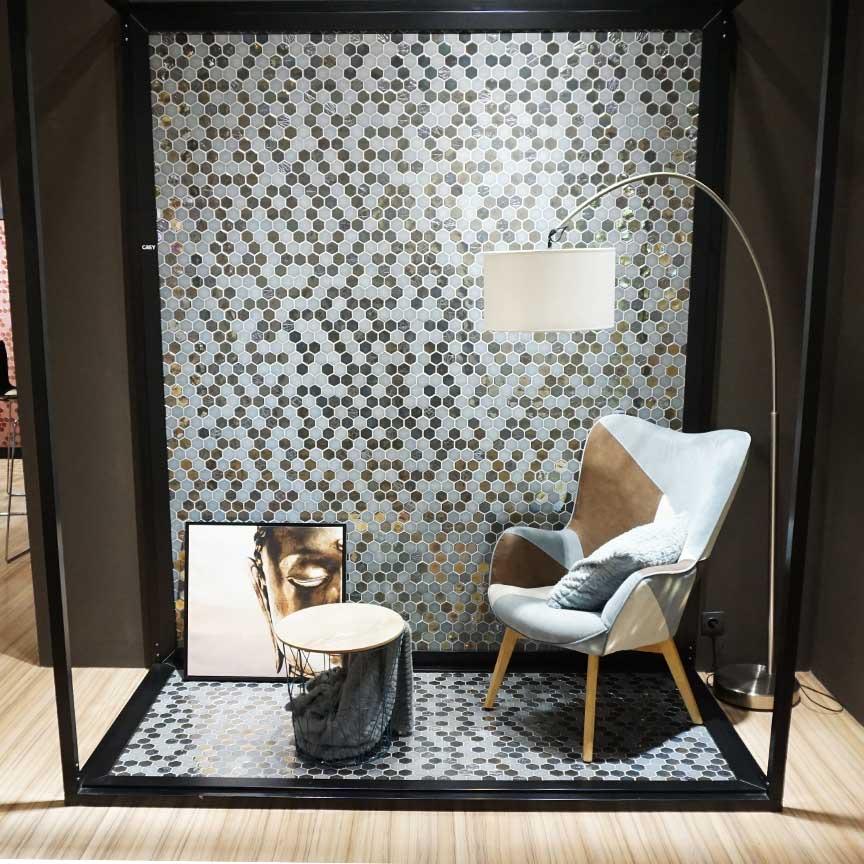 Mosaik aus Hexagon-Fliesen