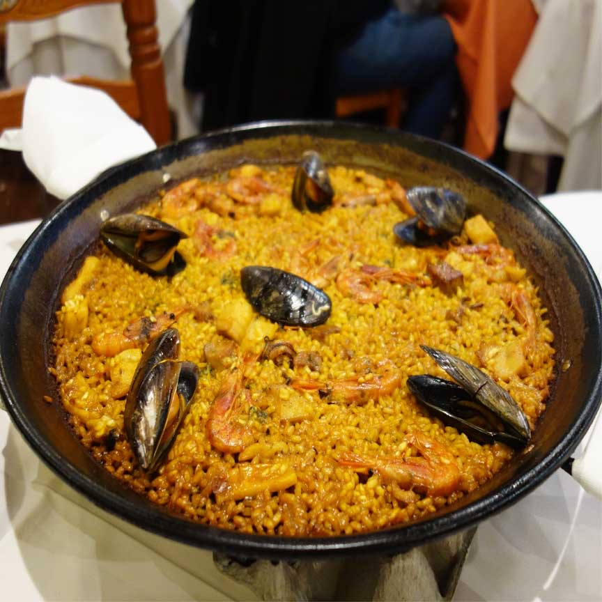 Einfach köstlich! Spanische Paella mit Meeresfrüchten