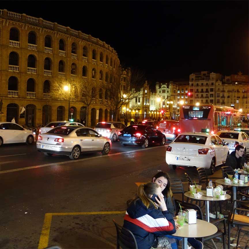 Unterwegs in der Innenstadt von Valencia : hier der Plaza de Toros (Stierkampfarena)