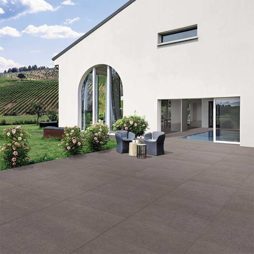 2cm starkes Feinsteinzeug wird auf der Terrasse immer beliebter