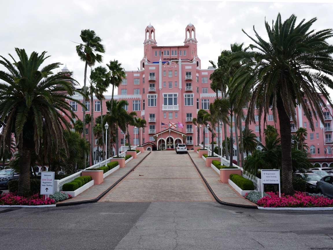 Unterwegs am St. Pete Beach in der Tampa Bay. Hier das Luxushotel Don Cesar, das sehr häufig als Filmkulisse dient