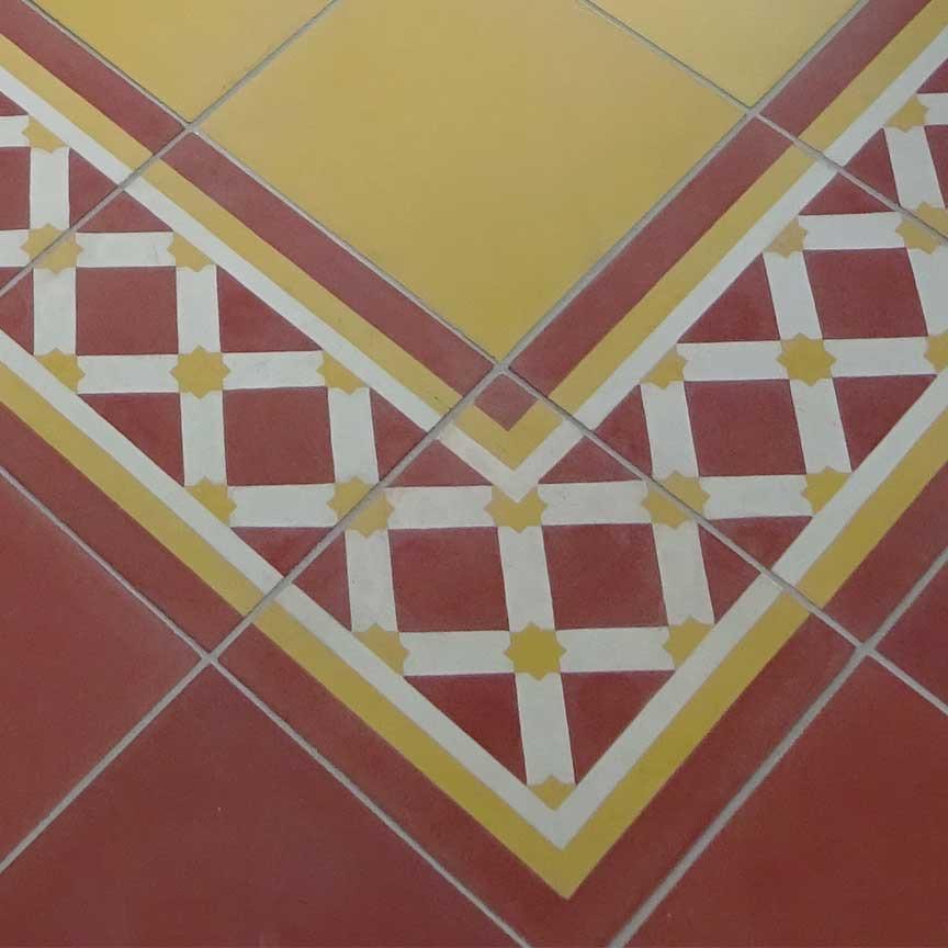 Zementfliesen und Terracotta sind eine traditionelle Kombination [verlegt in unserer Fliesenausstellung in Essen im Ruhrgebiet]