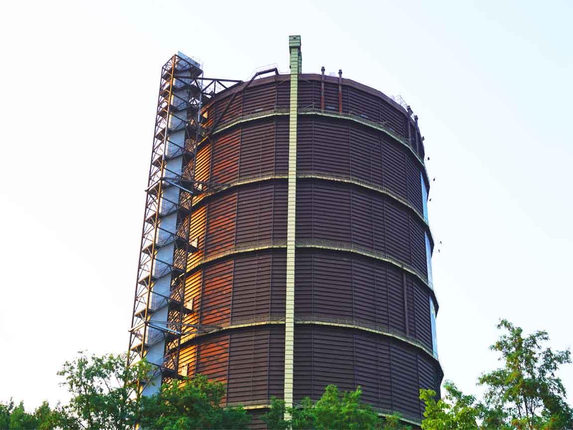 Das Gasometer in Oberhausen befindet sich in der Nähe vom Centro-Einkaufszentrum