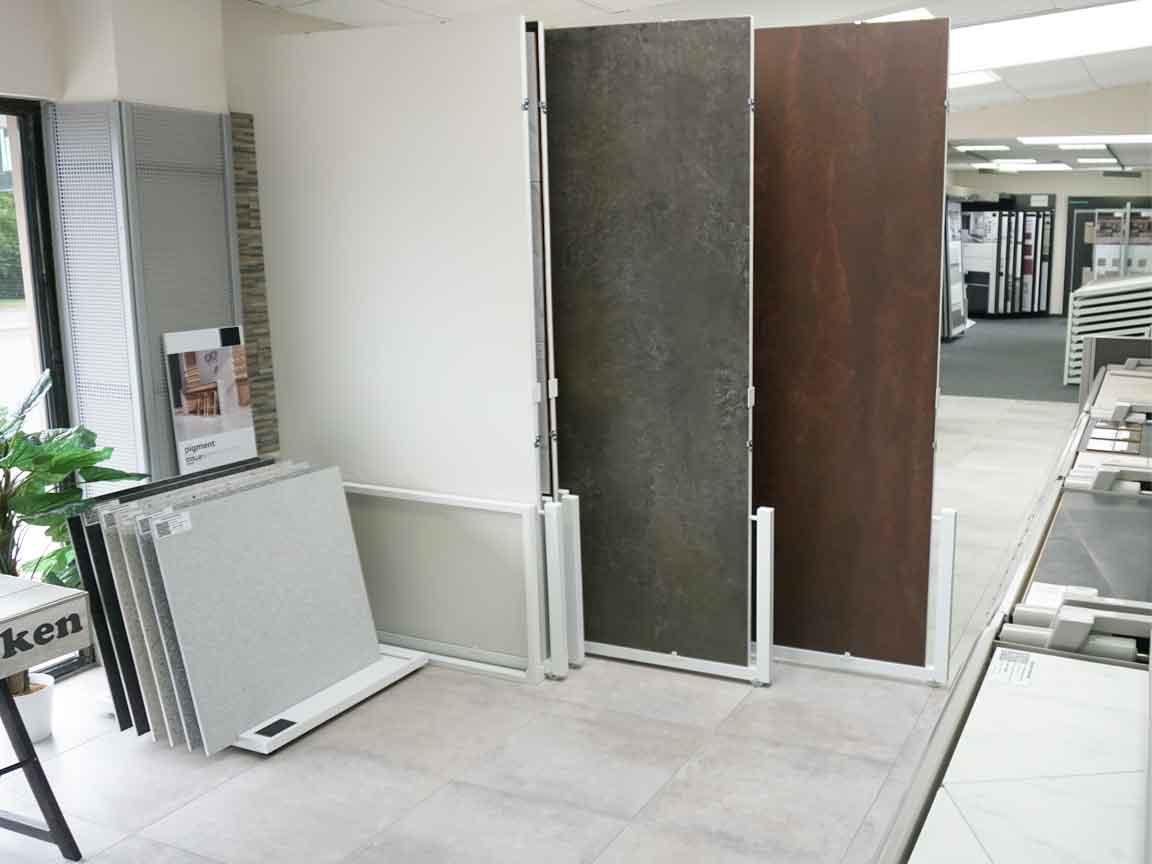 XXL-Metalloptik-Fliesen in unserer Ausstellung in Essen
