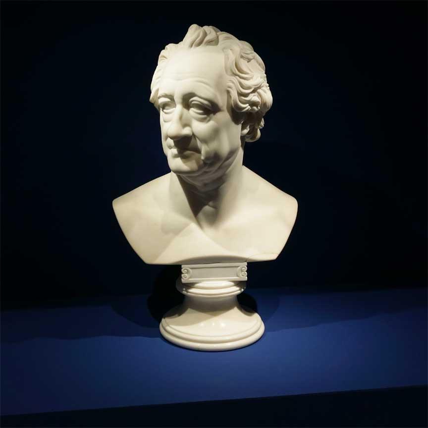 Der Dichter und Naturforscher Johann Wolfgang von Goethe war auch schon ein Liebhaber  der blauen Farbe