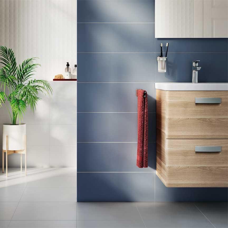 blaue Wandfliesen für das moderne Bad