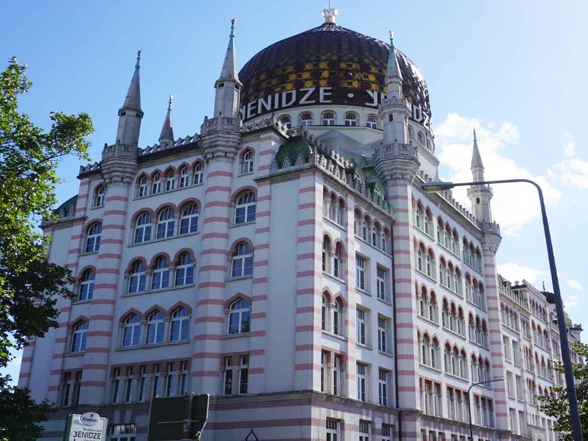 Die ehemalige Zigarettenfabrik Yenidze in  Dresden / Sachsen hat orientalische Gestaltungselemente übernommen