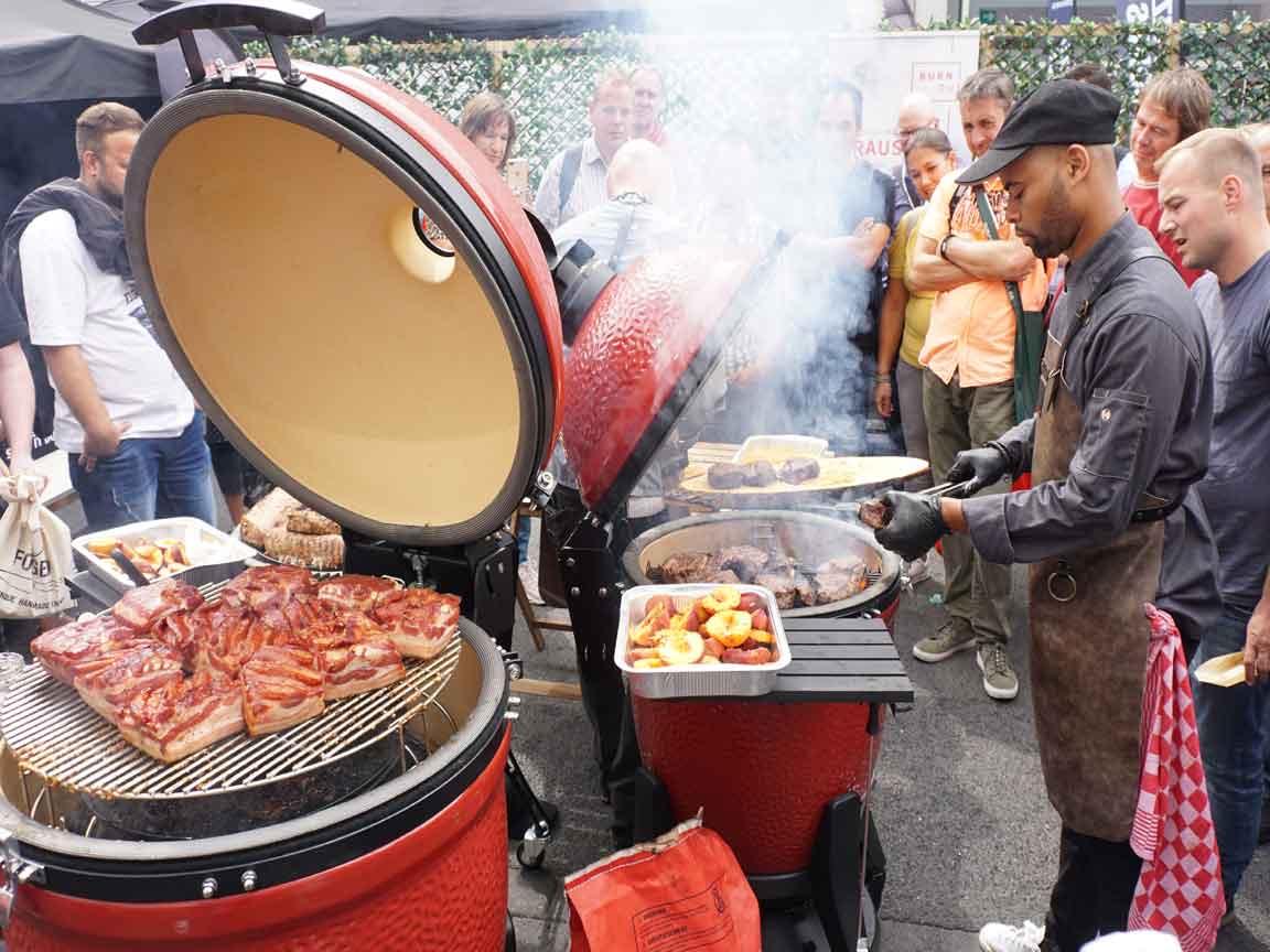 Das Interesse an Grillen und Kochen im Außenbereich gewinnt immer mehr Fans