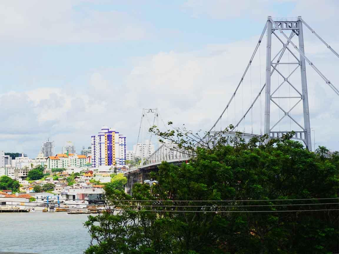 Die Hercilio-Luz-Brücke verbindet in Florianopolis die vorgelagerte Insel mit dem Festland