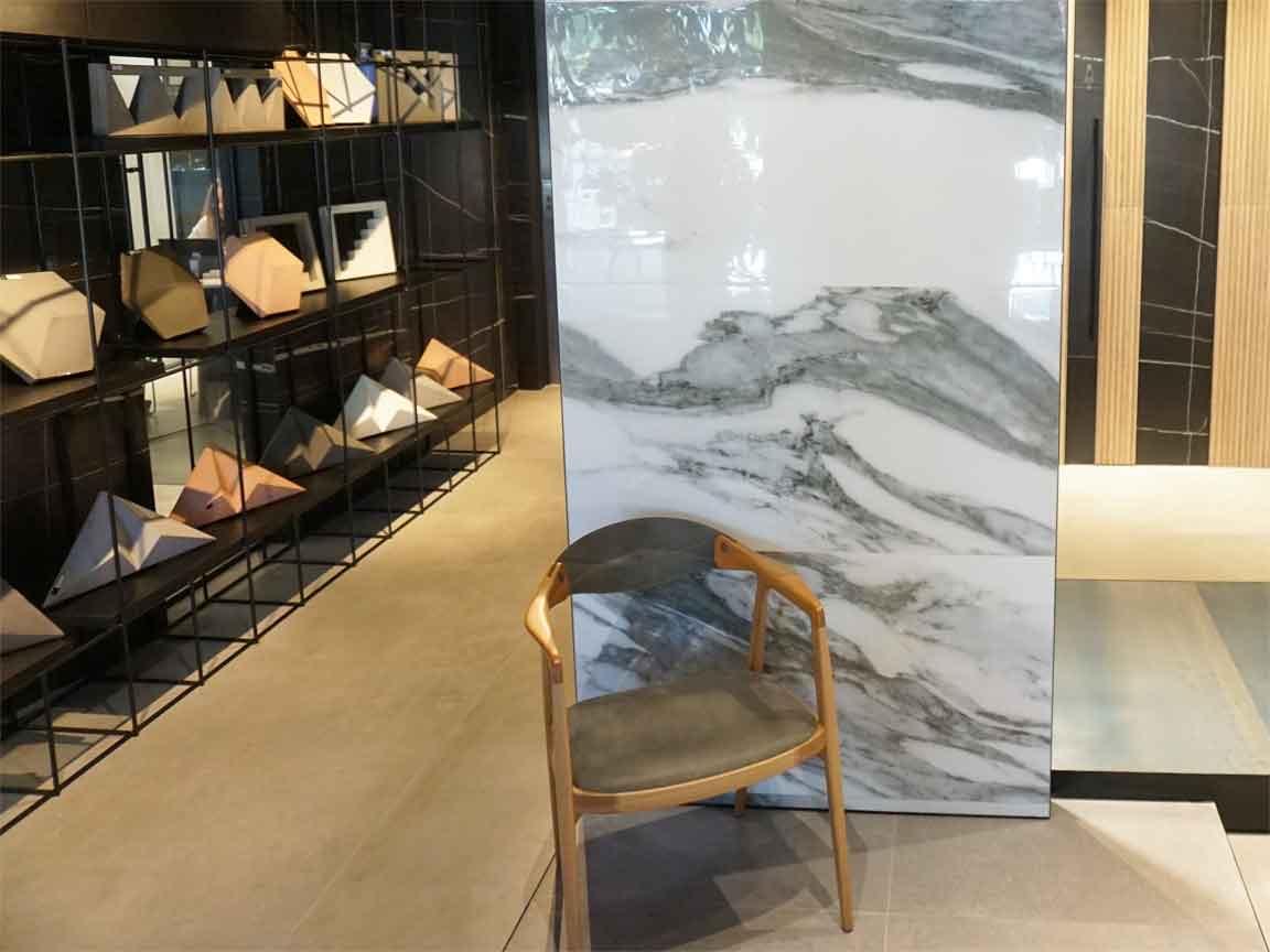 im Showroom der Firma ELIANE in Sao Paulo. Hier das Design einer neuen Marmoroptik