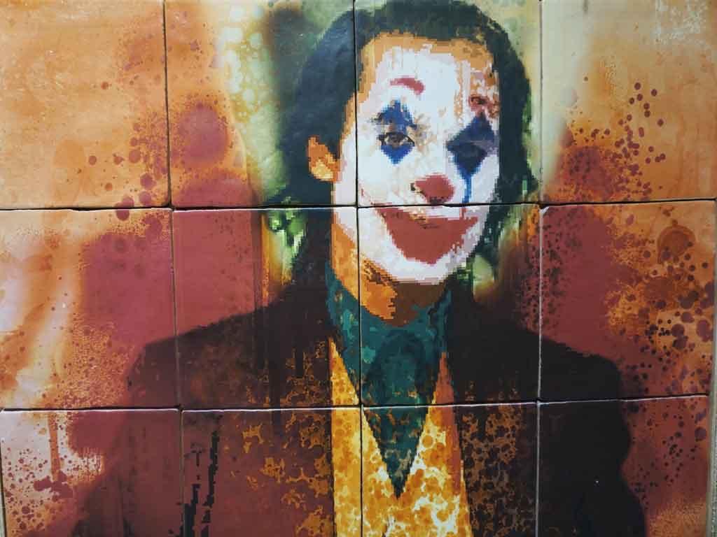 Der Joker als Fliesendekor auf der Fliesenmesse CEVISAMA2020 in Valencia / Spanien