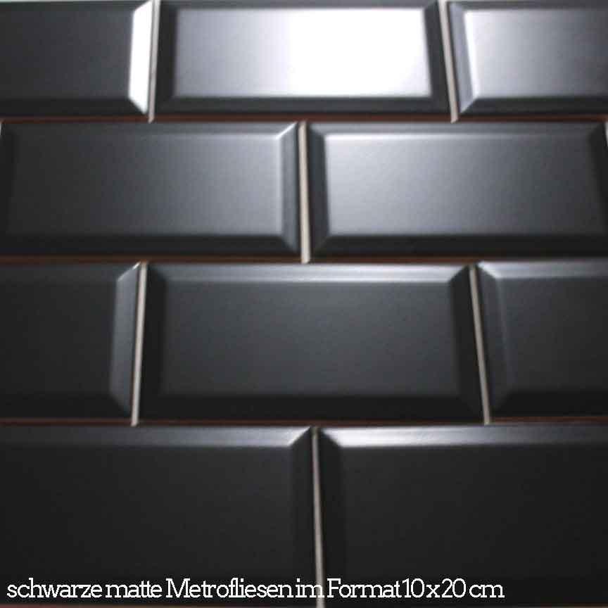 schwarze matte Metrofliesen im Format 10x20cm