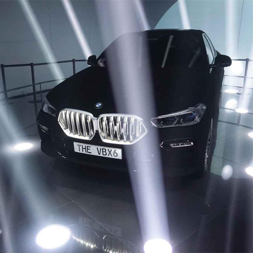 BMW X6 in vantablack. Gesehen auf der IAA 2019 in Frankfurt/Main