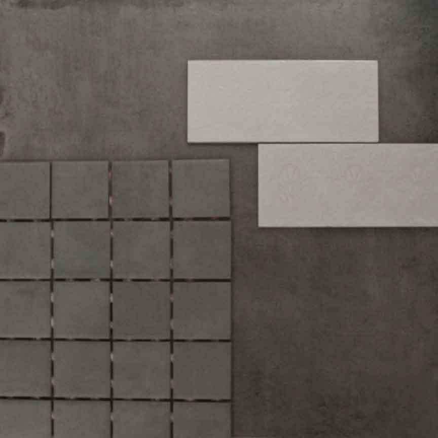 Mosaik mit einer Betonoptik-Fliese kombiniert